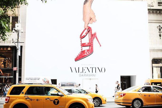 VALENTINO'S  NEW STORE ON FIFTH AVENUE NEW YORK VALENTINO'S  NEW STORE ON FIFTH AVENUE NEW YORK velentino NYC store 4
